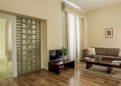 Mamaison Residence Izabella Budapest_Grand Deluxe Suite Living room_1360x680
