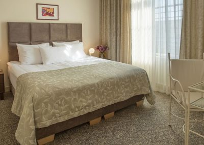 Mamaison Residence Izabella Budapest_ Presidential Suite Main Bedroom_1360x680