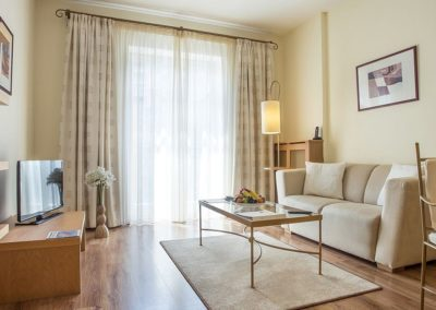 Mamaison Residence Izabella Budapest_Deluxe Suite Living room_1360x680